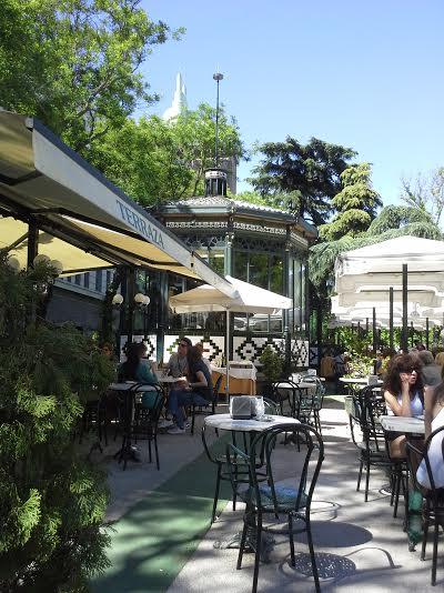 Las terrazas de los caf s tradicionales te veo en for Terrazas nocturnas madrid