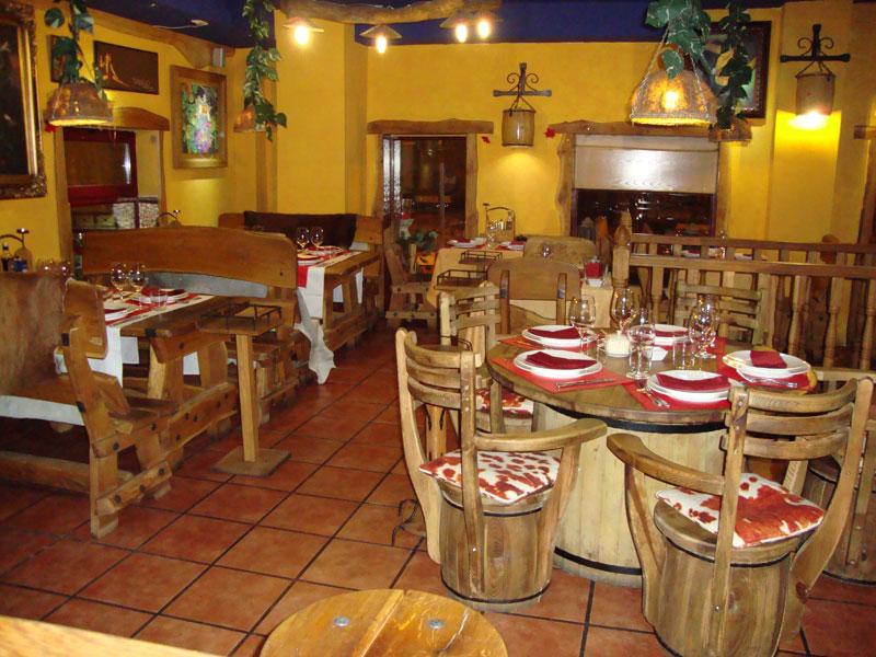 El boliche bacan un argentino abierto durante todo agosto for Ideas para decorar un bar rustico