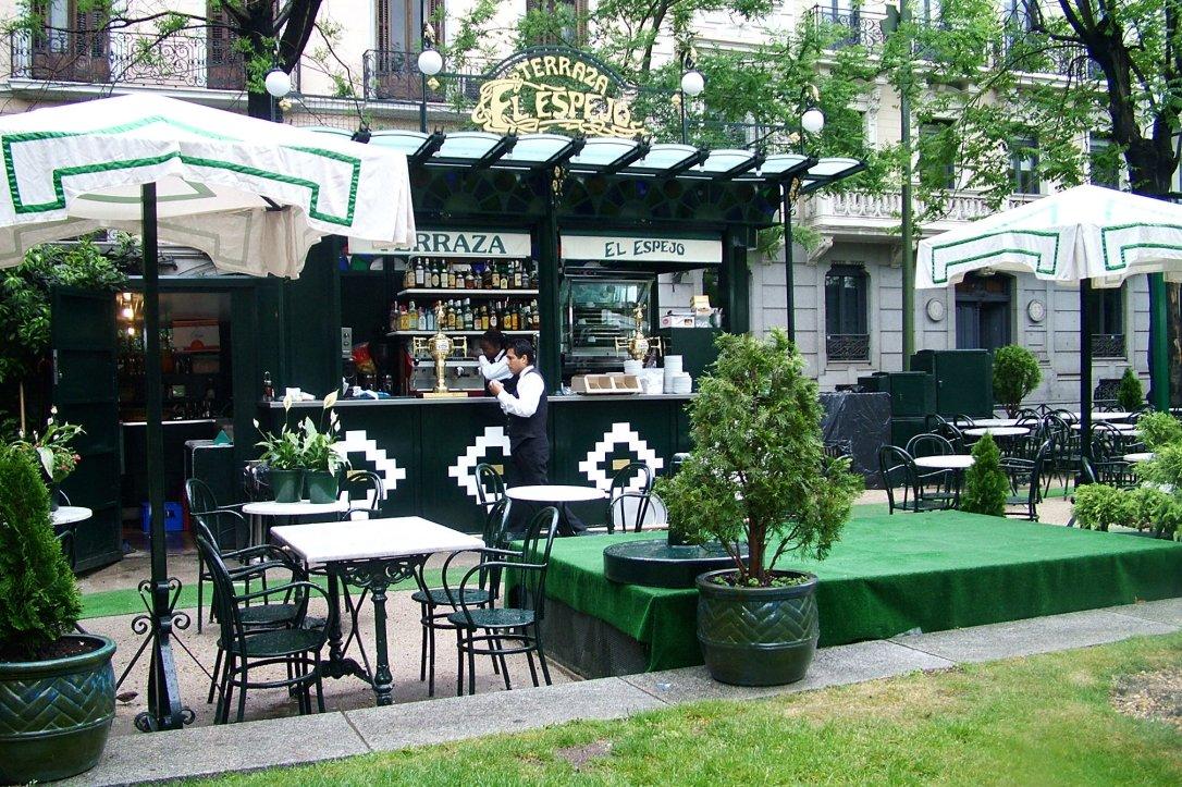 Las terrazas de los caf s tradicionales te veo en for Restaurante calle prado 15 madrid