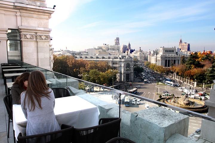 Palacio de cibeles o cenar en un edificio con historia for Hoteles con encanto madrid centro