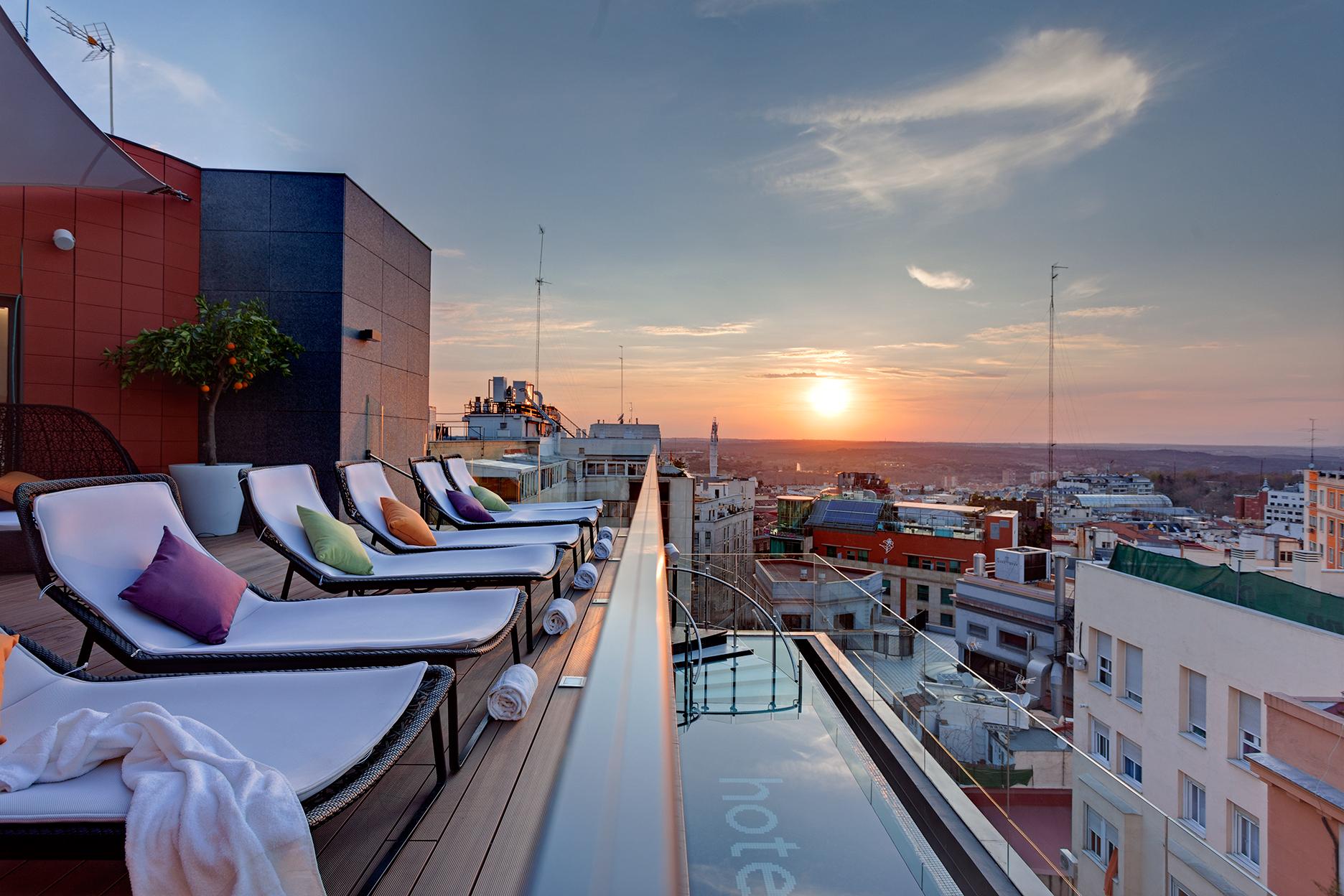 Las terrazas de madrid con mejores vistas te veo en for Restaurantes con terraza madrid