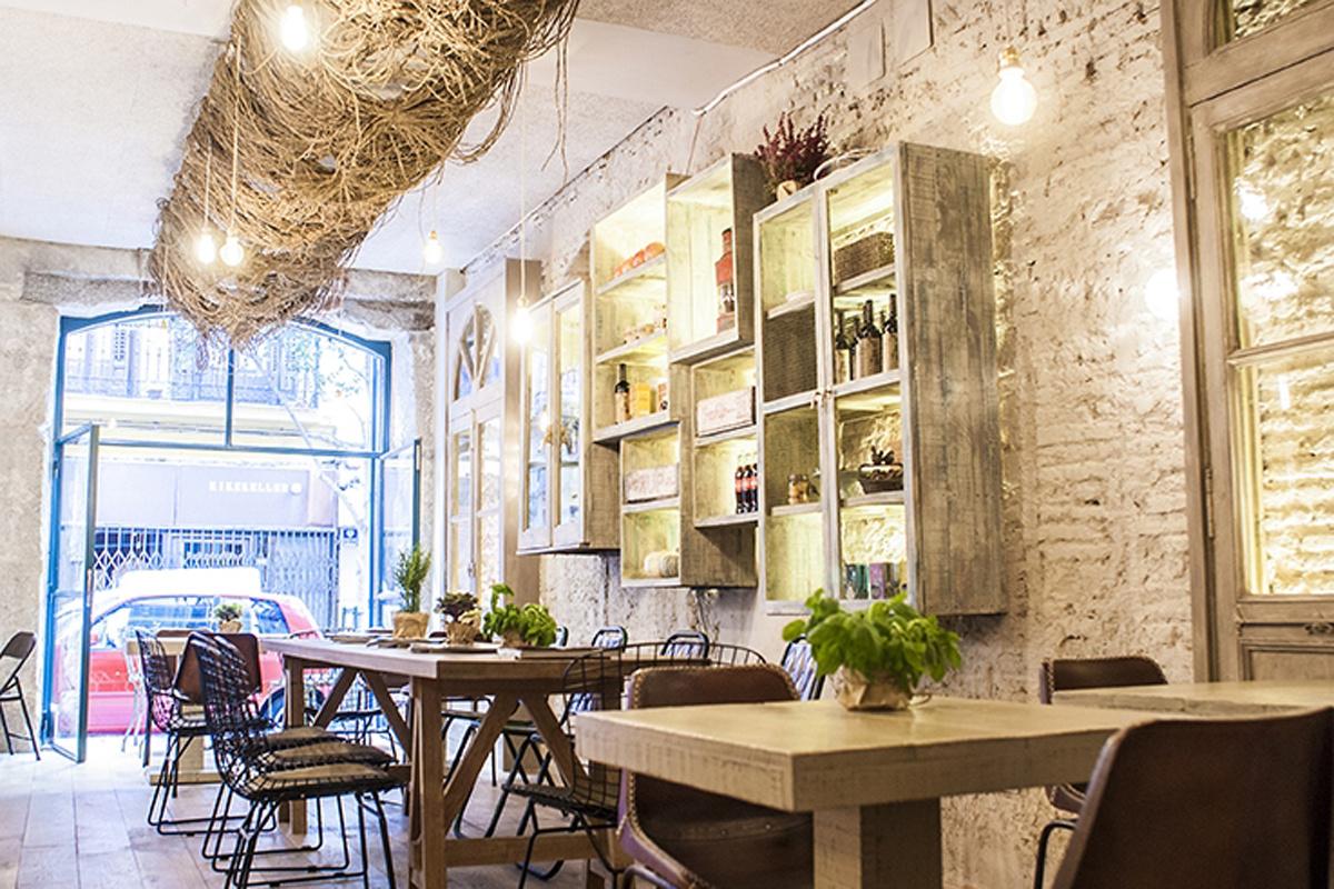 Maricasta a encanto buena comida y simpat a te veo en for Casas de sofas en madrid