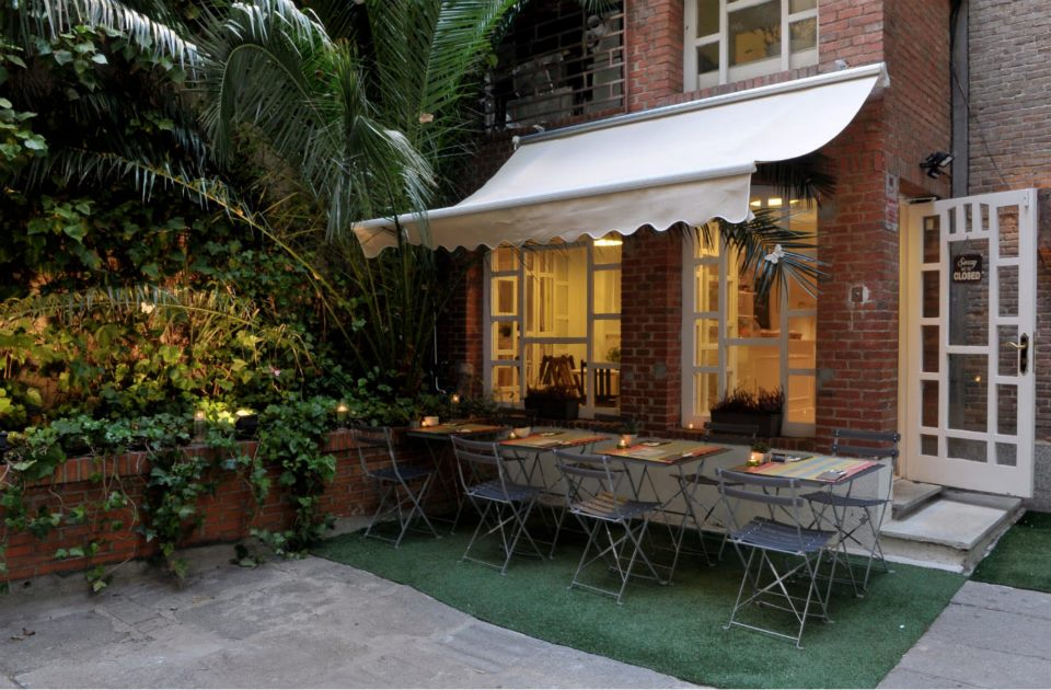 Donde m nica o comer en un cottage te veo en madridte for Restaurantes con terraza madrid
