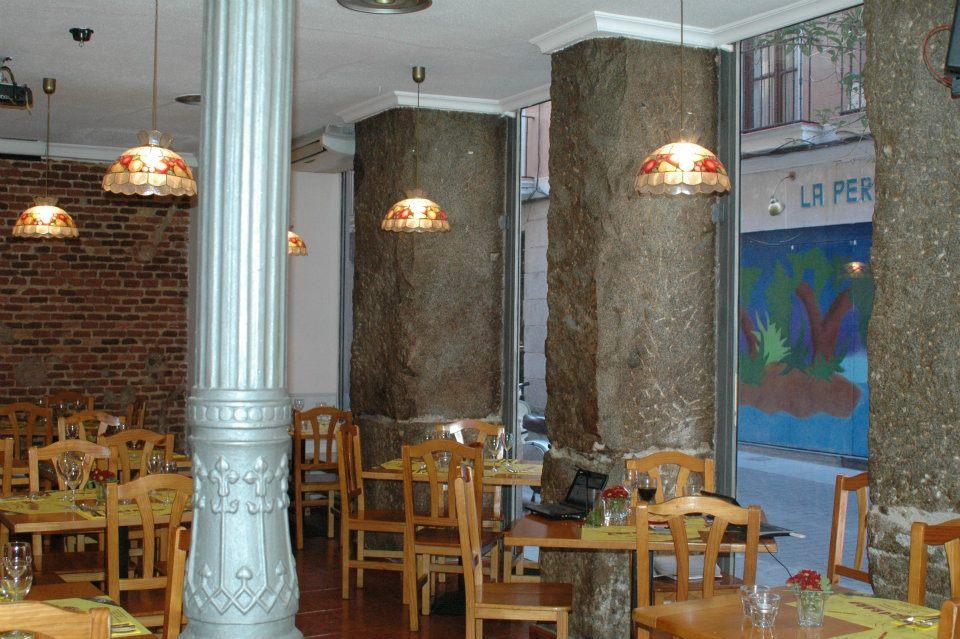 Tocororo restaurante cubano  imagen con columna Madrid