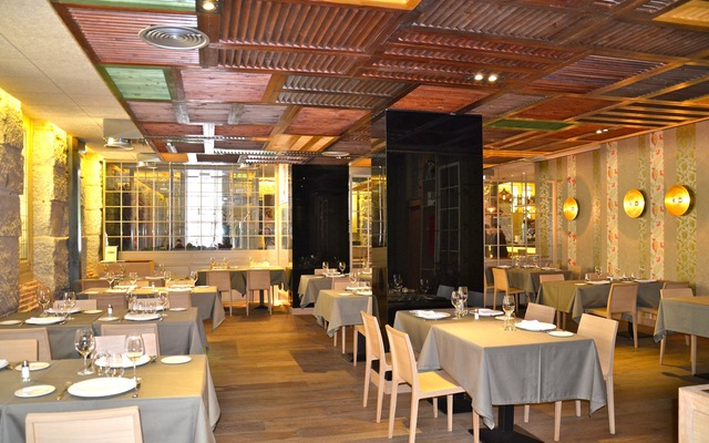 Restaurante Esbardos Madrid imagen del comedor principal
