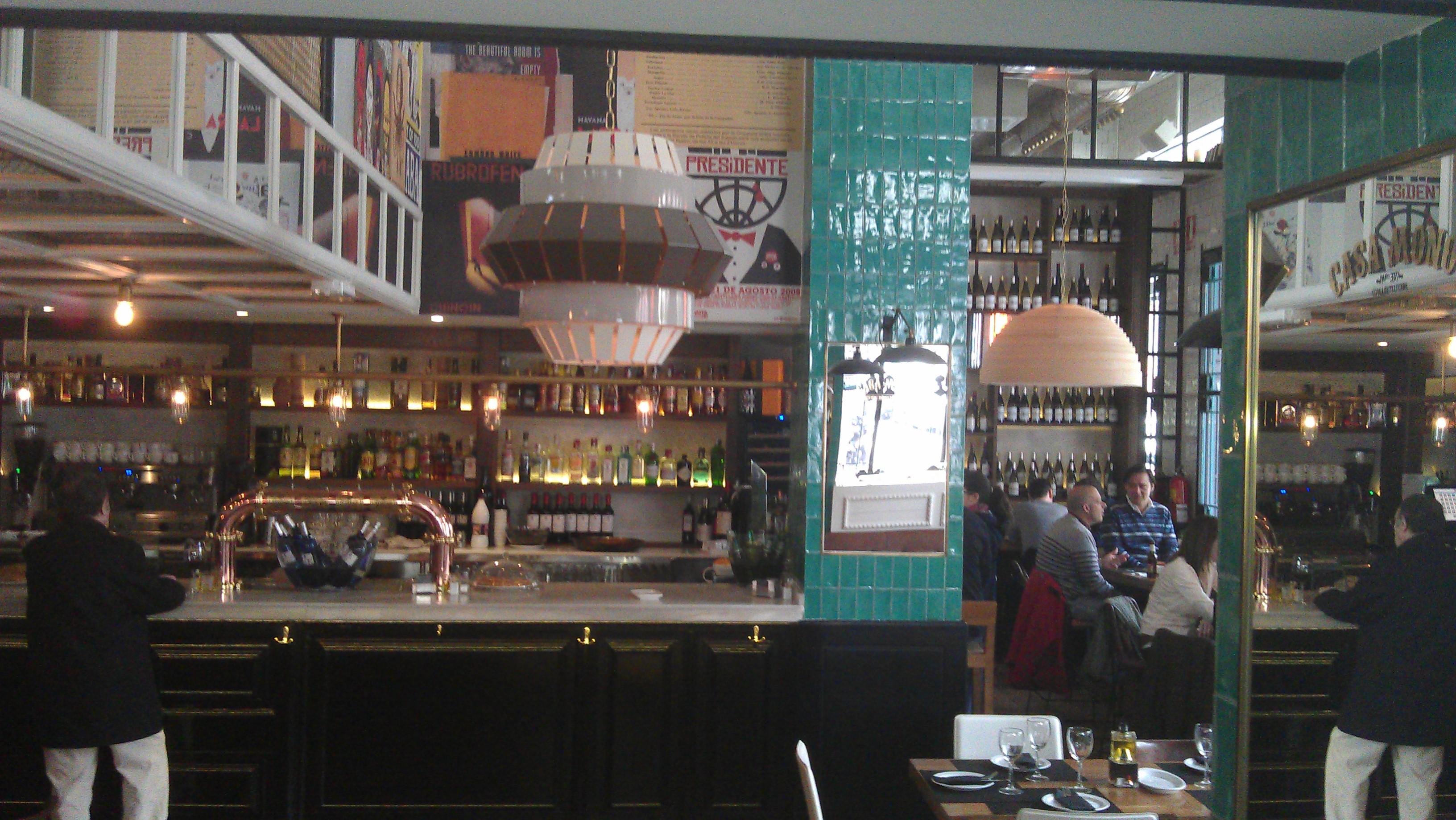 Restaurante Casa Mono barra y esquina del comedor Te Veo en Madrid