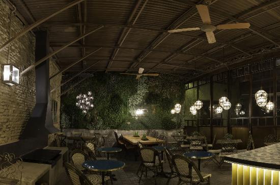 Restaurante el patio del fisgón de noche
