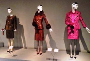 Exposicion Hubert de Givenchy vestidos de cuero