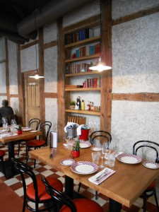 Restaurante La entretenida detalle mesa comedor Te Veo en Madrid