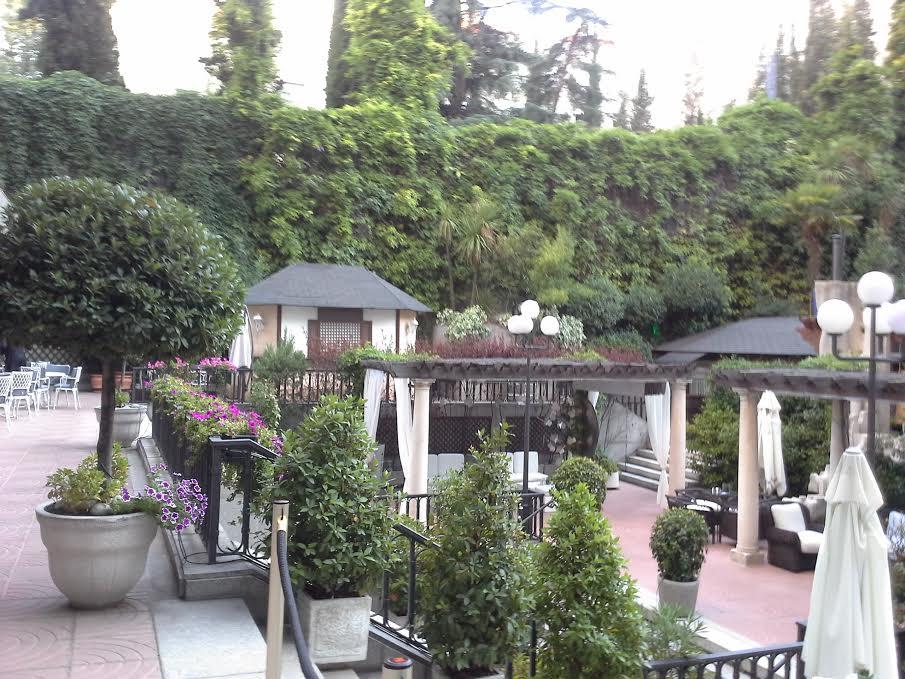 El jard n del hotel miguel ngel te veo en madridte veo for Hotel jardines de uleta vitoria