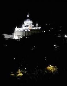 Terraza de las Vistillas vistas de la Catedral amplia Te Veo en Madrid