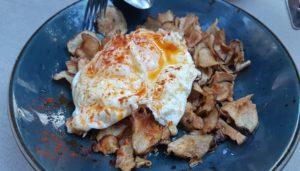 restaurante-camino-food-and-drinks-huevos-alcachofas-te-veo-en-madrid..jpg