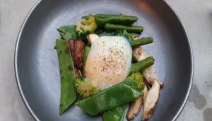 restaurante-mo-de-movimiento-verduras-con-huevo-azul-te-veo-en-madrid.jpg