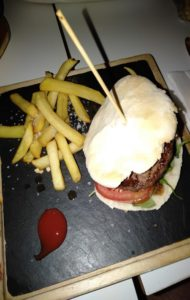 restaurante-lateral-castellana-89-hamburguesa-te-veo-en-madrid.jpg