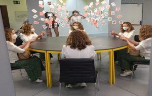 museo-de-las-ilusiones-jugando-a-las-cartas-te-veo-en-madrid.jpg