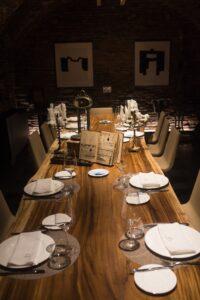 restaurante-la-ferreteria-sala-mesa-arbol-te-veo-en-madrid.jpg