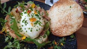 brunch-espalla-grill-brioche-con-huevo-benedict-te-veo-en-madrid.jpg
