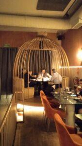 restaurante-salvaje-rincon-jaula-te-veo-en-madrid-scaled.jpg